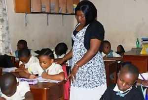 Federal lawmakers want teachers' salaries increased